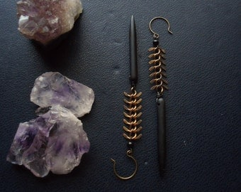 predator - black spike and chevron vertebrae earrings - edgy goth witchy occult jewelry