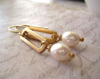 pearl earrings, vintage link, golden brass, brushed brass, handmade earwires,natural pearls, brass earwires,white pearls, womens jewelry