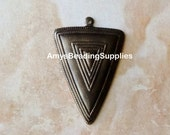SALE: 2 Vintaj Natural Brass Roped Maze Triangle Pendant 40x27.5mm (P209)