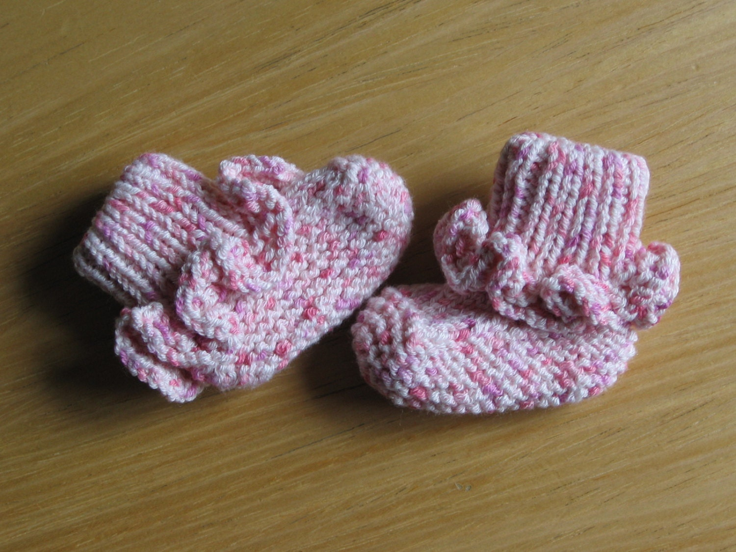 Knitting Patterns For Seamless Baby Booties : Seamless Stay-Put Baby Booties knitting pattern pdf digital