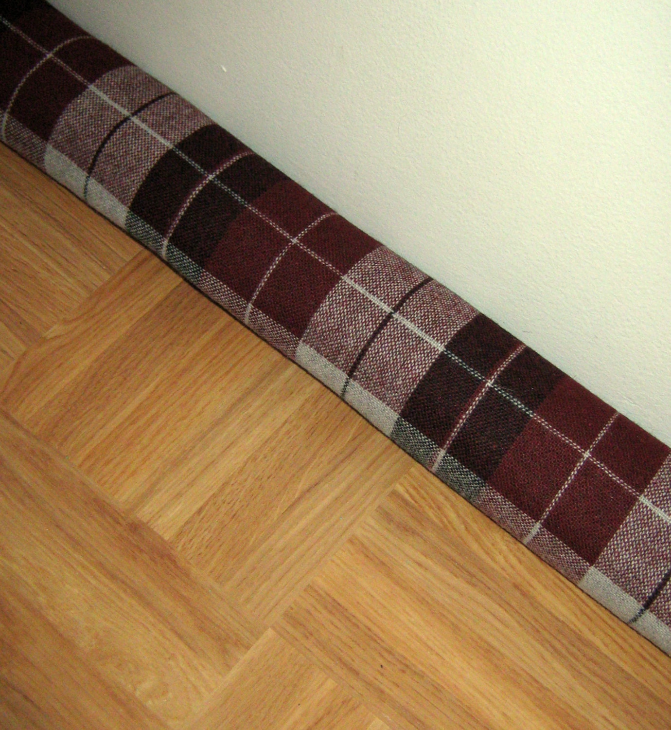 Door draft stopper draft excluder draft snake burgundy black for Door draft stopper
