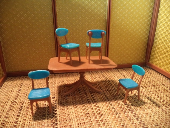 Vintage Blue Box Toys Dining Table and Chairs 1:32 Scale