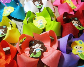 Hair Bow Party Favors You choose colors and bow center Many possibilities.  Made to match your party theme Set of 5