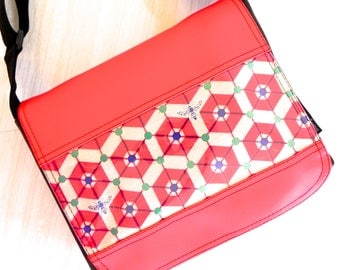 Bee hive satchel in red