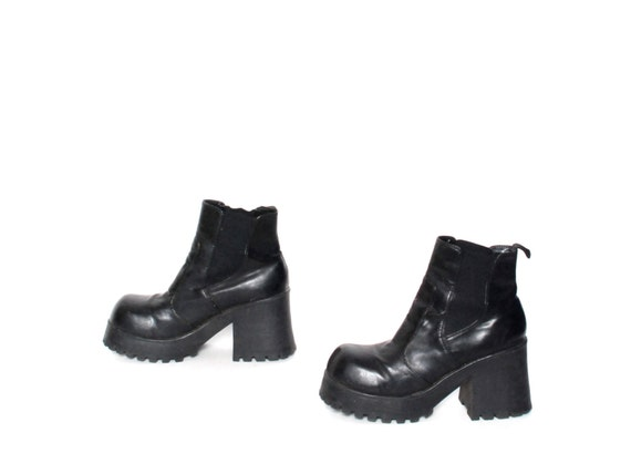 size 8.5 GRUNGE black vegan leather 80s 90s CHUNKY PLATFORM slip on ankle boots