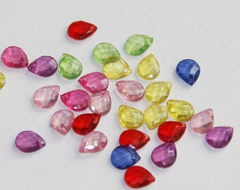 100 pcs of assorted clear Acrylic faceted tearddrops 10x7mm