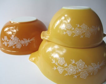Vintage Pyrex Butterfly Gold Cinderella Mixing Bowl Trio