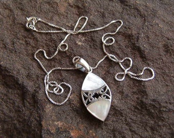 Necklace, Sterling Silver .925 Mother of Pearl Pendant with Chain 2
