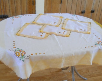 Vintage Tablecloth Napkin Set • Deco Yellow White Embroidered • Card Table Cloth