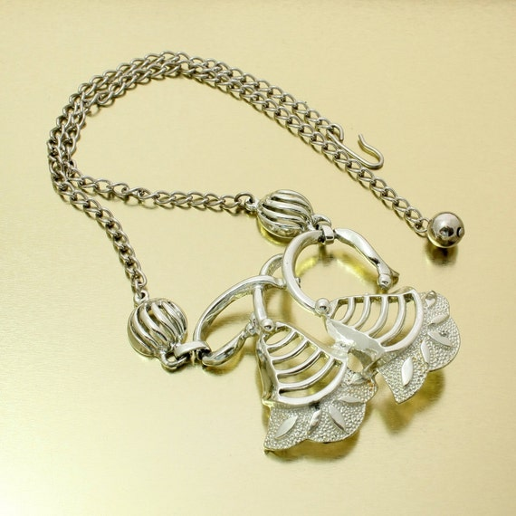 Vintage 50s Bell Flower Choker Necklace