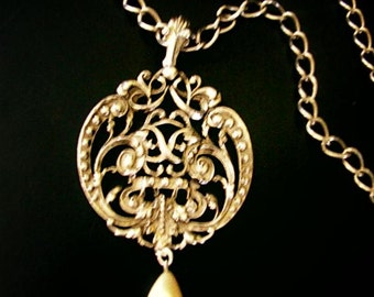 Vintage 70s silvertone metal necklace with chunky round pendant.Made by Avon