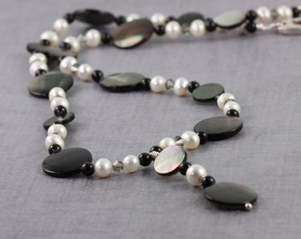 Seashell Necklace Freshwater Pearl Jewelry Black Lip Shell Jewelry Gray Crystal Jewelry Black Pearl Necklace June Birthstone Beach Jewelry