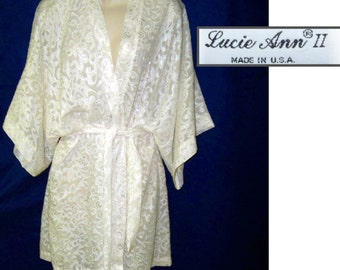 90s Lucie Ann short nylon wrap robe white exquisite detailing medium