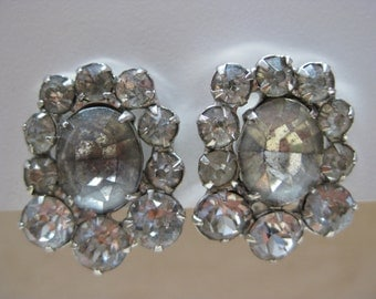 Shabby Rhinestone Earrings Screw Silver Vintage
