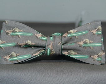 Fighting Yoda on Gray  Bow tie