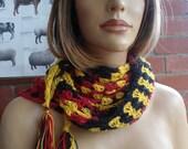 GESCHENK aus DEUTSCHLAND red black yellow head shoulder scarf wrap by irish granny