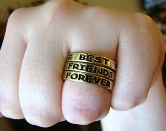 "Vintage simple gold ""Best Friends Forever"" ring- size 7"