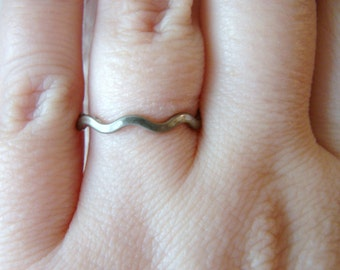 Vintage Silver wave ring- size 8