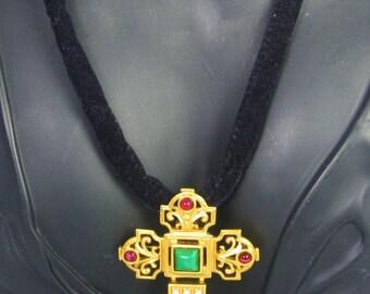 Elizabeth Taylor Avon small Katharina Cross Pendant Pin Necklace with Imitation Pearls