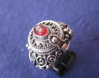 Balinese Sterling Silver secret box ring  / silver 925 / Carnelian Poison Ring / Bali Handmade jewelry / size : 8 Ready to ship