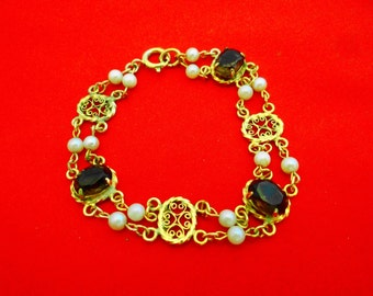 """Vintage 7.5"""" gold tone bracelet with topaz rhinestones and pearls in great condition"""