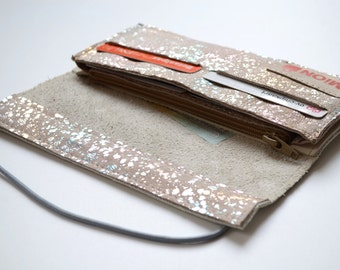 White and silver leather wallet with silkscreenprint