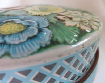 Very Pretty Vintage Tin.