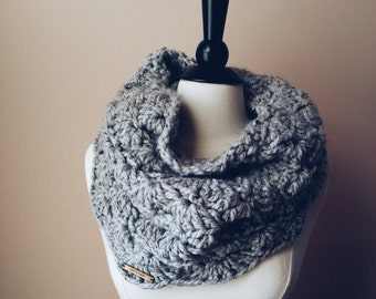 the mainland warmer // chunky lace pattern scarf // grey marble