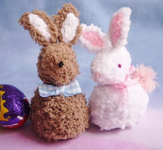 knitting pattern EASTER BUNNY creme egg cover