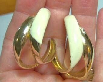 vintage large curved cream creme and gold tone pierced earrings sort of hoop loop ish earrings MC 14z