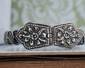 VINTAGE FIND sterling silver bangle bracelet, carved flowers, ornate Victorian,