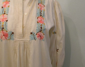 vintage.  Rare 70s Handmade Cream Embroidered Tunic Dress // Cotton // S to M