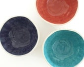 Perfectly Portioned Porcelain Dessert Bowl in Navy