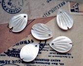 10pcs White Mother of Pearl Sakura Flower Petal Leaf beads (V1062)