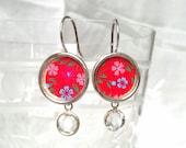Jolie Calico Vintage rouge boucles boucles d'oreilles avec la pétillante clairement cristaux Swarovski.