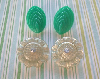Green plastic Vintage clip earrings lot 2 pairs