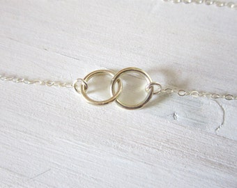 Linked circle necklace in silver, vow, modern delicate jewelry