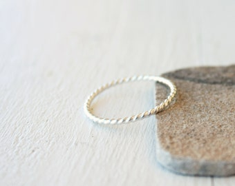 Stacking silver ring / twisted wire stacking ring in shiny silver / simple silver ring / skinny stacking ring modern Handmade