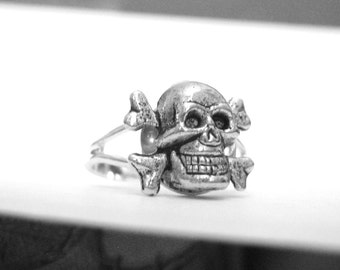 Silver Skull Ring - Goth Jewelry - Goth Ring - Skull Jewelry For Women or Mens Skull Ring - Tiny Skull Ring - Jolly Roger Flag Symbolic Ring