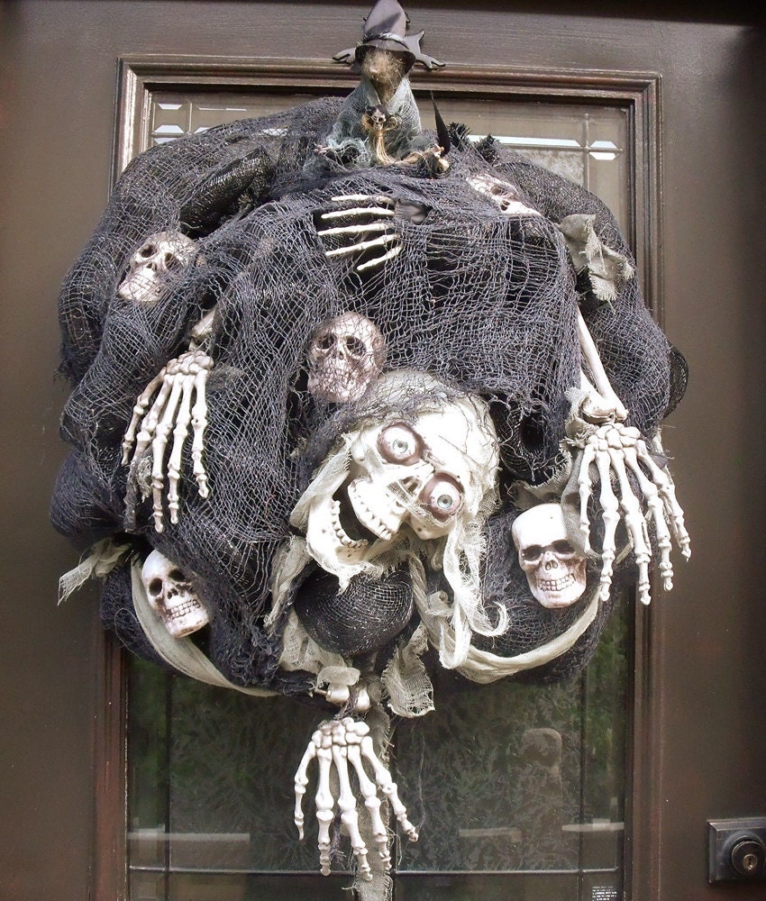 skeleton wreath creepy halloween wreath skull halloween. Black Bedroom Furniture Sets. Home Design Ideas