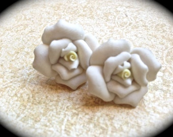 White rose earrings: polymer clay rose earrings, rose earrings, polymer clay floral earrings , white roses