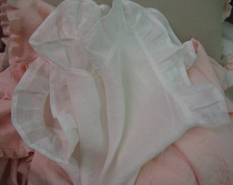 One Pair of Washed White Linen Ruffled Dinner Napkins--20 Inch x 20 Inch Napkins Plus 3 Inch Ruffles-Vintage White Linen Ruffled Napkins