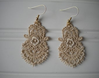 Lace Earring in Champagne