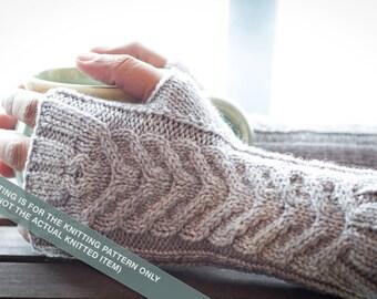 2 Needle Fingerless Gloves - Los Guantes De Claudia, Knitting Pattern