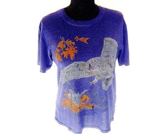 Vintage 90's Owl Hunting Chipmunk Forest Scene Graphic T-Shirt in Navy Men's Medium