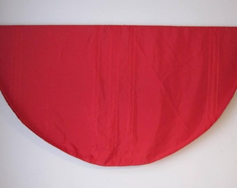 "Round Tablecloth Christmas Red Striped  60""' x 58'' Vintage TXTL510s"