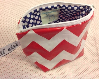 Essential Oil  Zip Pouch with elastic holders - Red/White Chevron