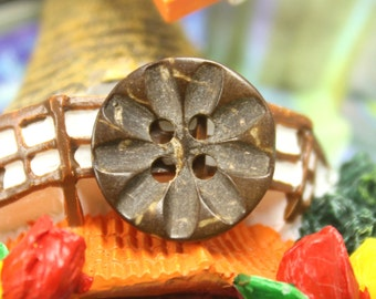 Coconut Buttons - Small Coconut buttons with Daisy Flower Carved. 0.59 inch, 10 pcs