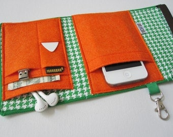 Nerd Herder gadget wallet in Clover for iPhone 5, Android, Samsung Galaxy S5, MP3, digital camera, smartphone, guitar picks