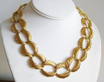 Vintage Napier Gold Metal Loop Twist Link Necklace